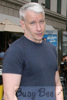 anderson-cooper-tight-t-shirt-in-nyc